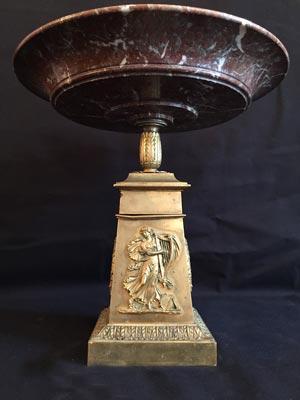 Coupe en marbre rouge et bronze