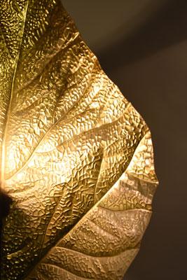 Feuille dorée éclairée