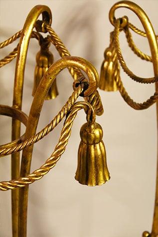 athénienne en fer doré à la feuille