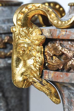 paire de pot-au-feu poignées en tête de bélier bronze